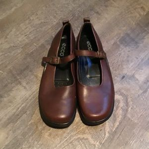 NWOT ECCO Brown Mary Jane shoes.